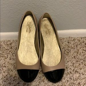 Two tone Seychelles Flats- nude with black toe cap